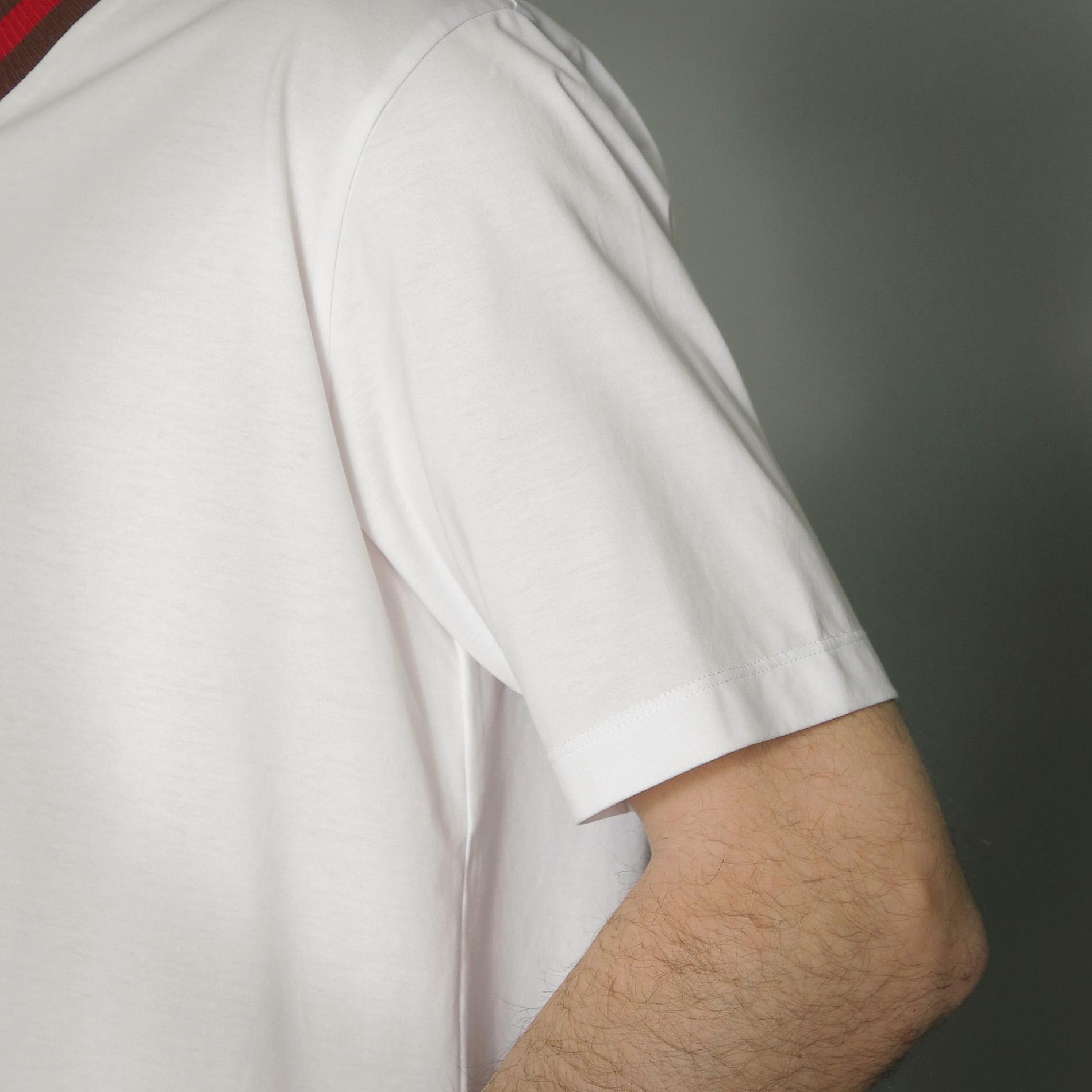 ハウスカラーネックラインTシャツ