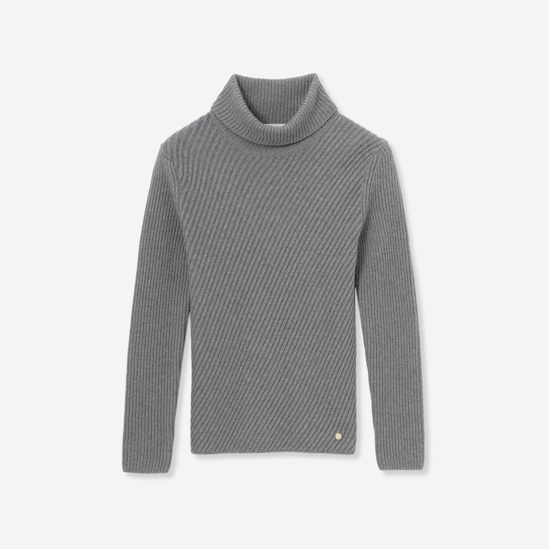 ウールニットタートルネックセーター